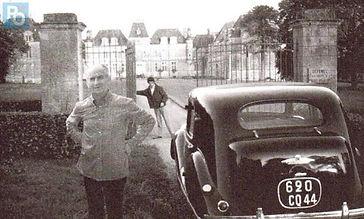 Louis devant son château de Clermont