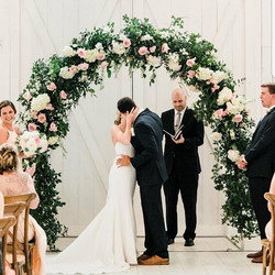 #arch #wedding #ceremony #thekiss #fortw