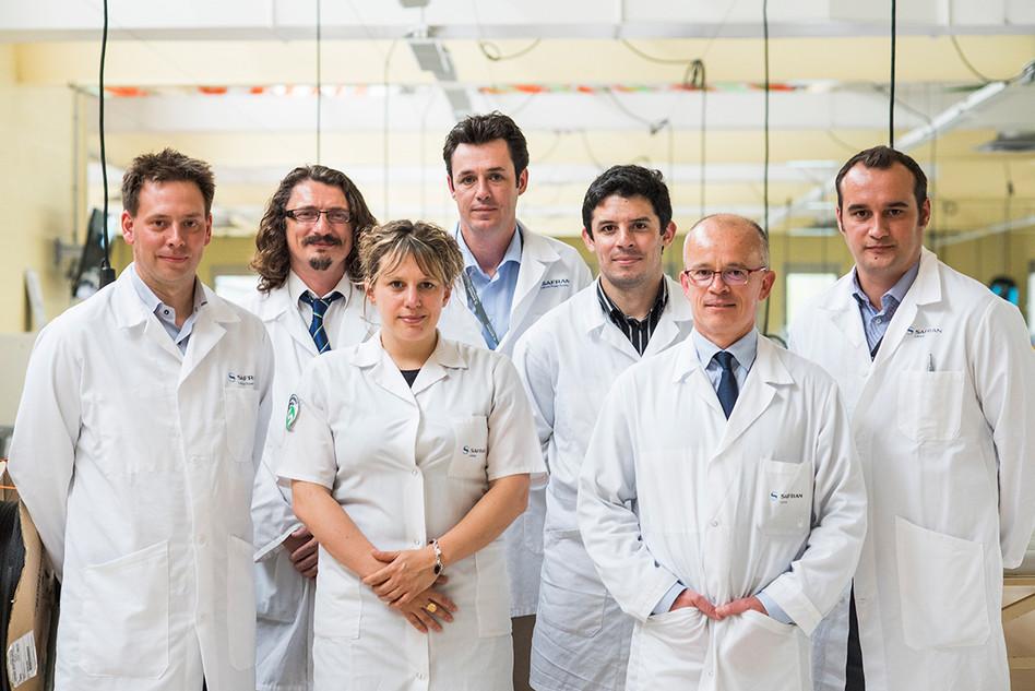 Equipe de recherche chez Labinal Power System (Safran) pour l'Usine Nouvelle.