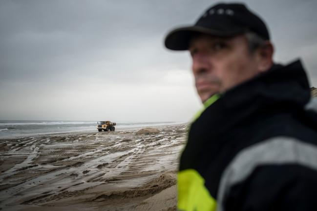 Phase de travaux contre l'éosion du littoral.