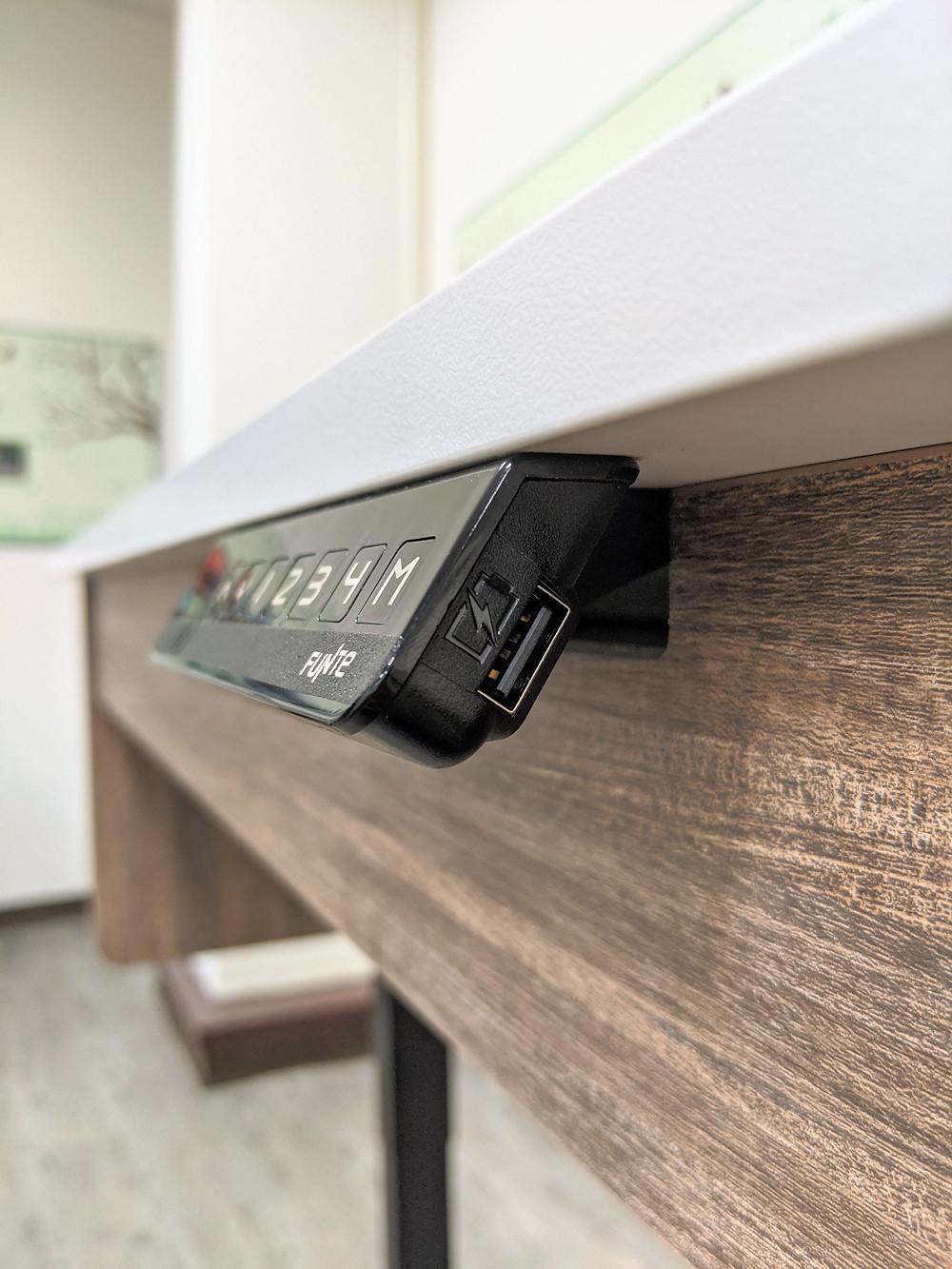 廚藝烘焙桌附USB插孔
