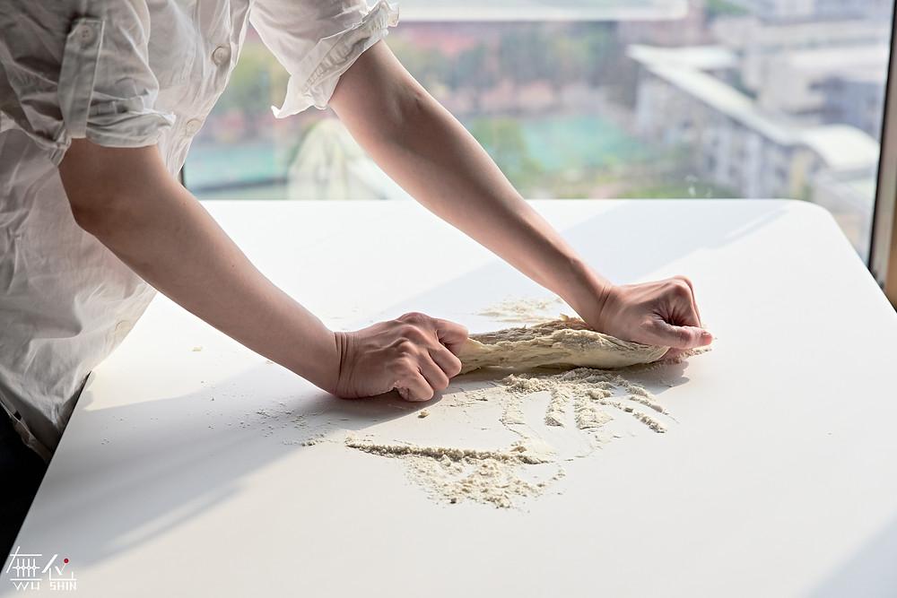 ▲升降桌桌板使用FENIX板材