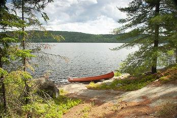 canoe lake-4704355_1920.jpg