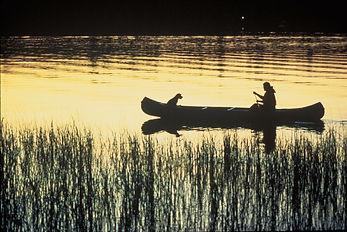 canoe-703818_1920.jpg