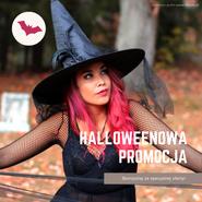 Grafika na Facebooka i Instagrama. Na zdjęciu kobieta. Nosi przebranie - strój czarownicy. Nosi spiczasty kapelusz czarownicy i ma różowe włosy. Stoi w lesie. Rysunek lecącego nietoperza. Tekst: Halloweenowa promocja. Skorzystaj z wyjątkowych rabatów. Darmowe grafiki www.migato.pl