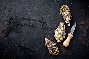 fresh-oysters-on-dark-background-H8UUHPK