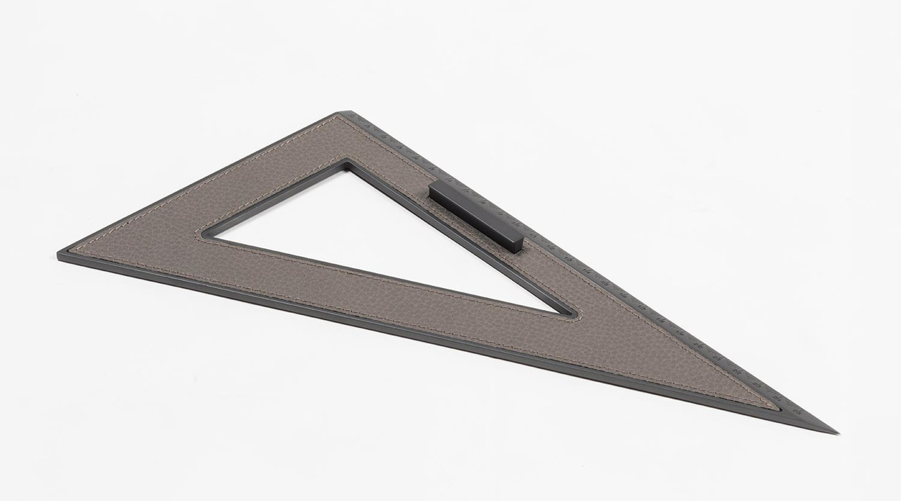 Curzio set square with leather inlay