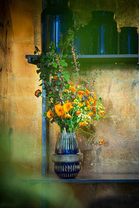Flowers arranged in the Matrice vase designed by Kiki van Eijk