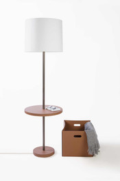 Friso lamp table, adorned with Italian leather and white shade by GioBagnara