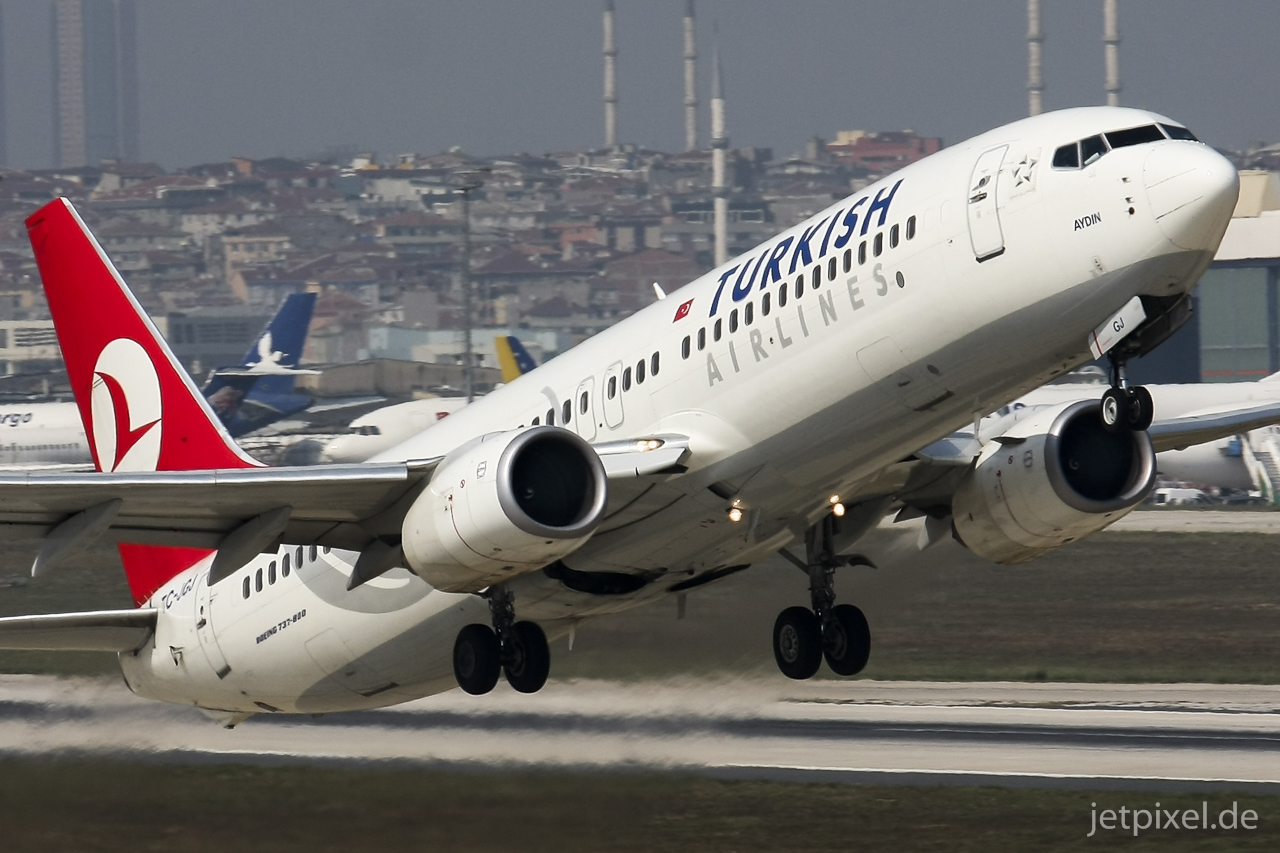 Turkish Airlines B737 at IST, 2010