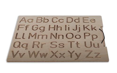Ξύλινη πινακίδα προγραφής με κεφαλαία και πεζά λατινικά γράμματα