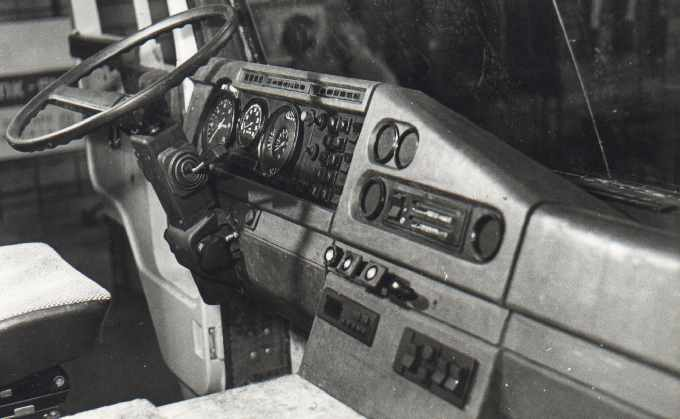 1987 instrument panel of truck (COE)