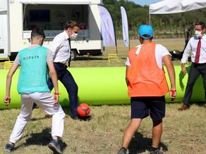 Opération quartiers d'été: les jeunes et le président au Shizen-Sport-Truck (la Nouvelle République)