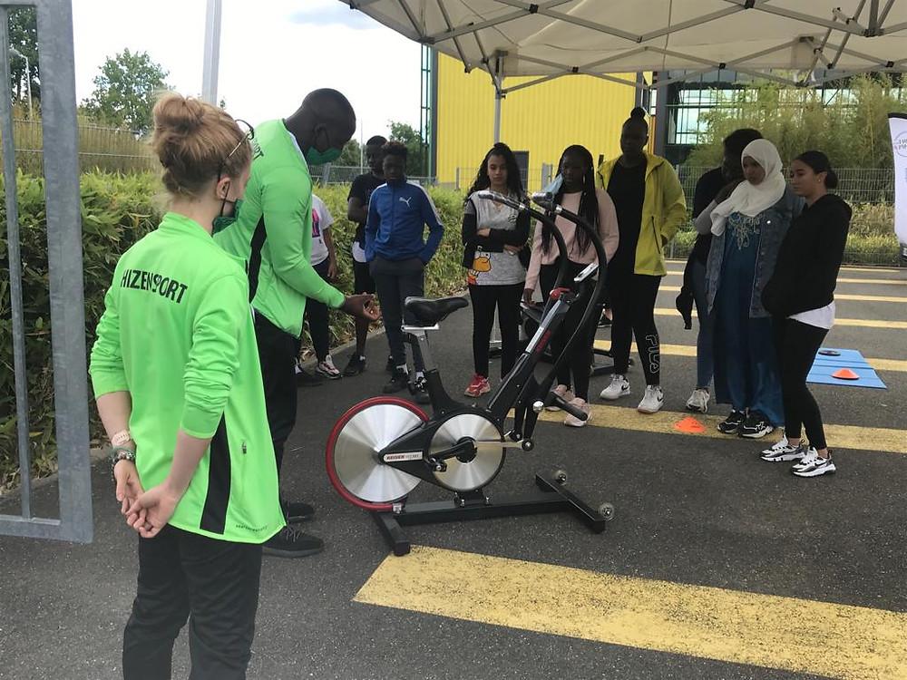 Séance de sport inclusive pour les jeunes de Chanteloup-les-Vignes avec les coachs du Shizen-Sport-Truck