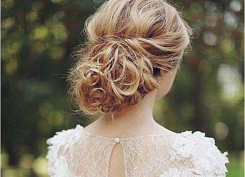 Raccolti__Se l'abito è anche scollato dietro o no, i capelli vanno raccolti
