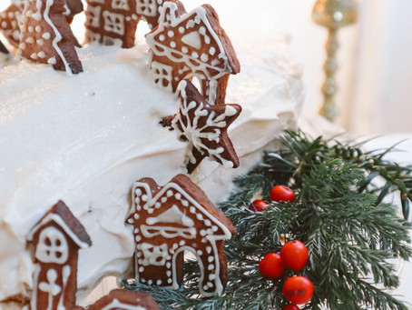 6 Ingredient White Chocolate and Baileys Winter Yule Log
