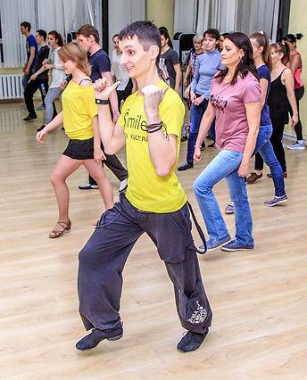 Почему нужно научиться танцевать хастл?