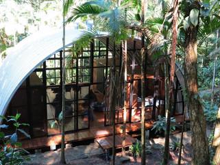 Дом-ковчег ARCA с современным интерьером посреди бразильского атлантического леса