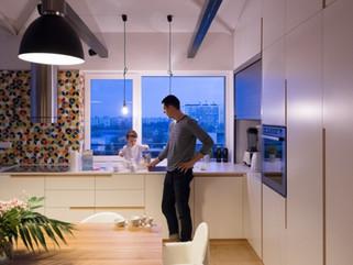 Индустриальный стиль в сочетании с теплыми натуральными материалами в уютном современном лофте