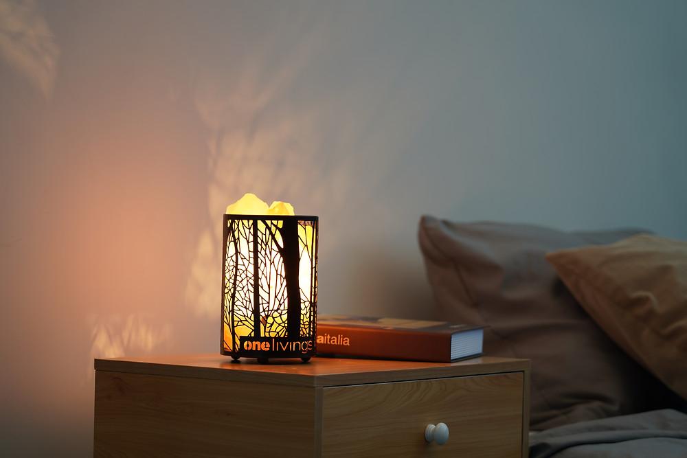 NELIVINGS PEBBLE Himalayan Salt Lamp in bedroom