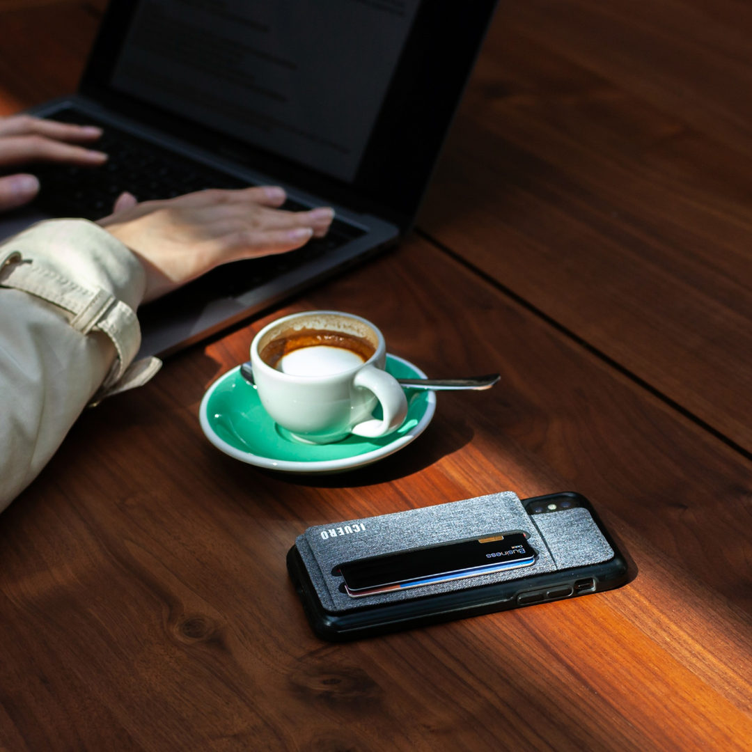 ICUERO Wallet Stand is a wallet with very minimalist design.