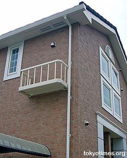 poor_balcony