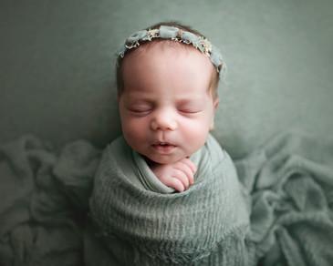 best newborn photographer anchorage