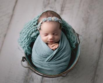 newborn photographer in anchorage ak