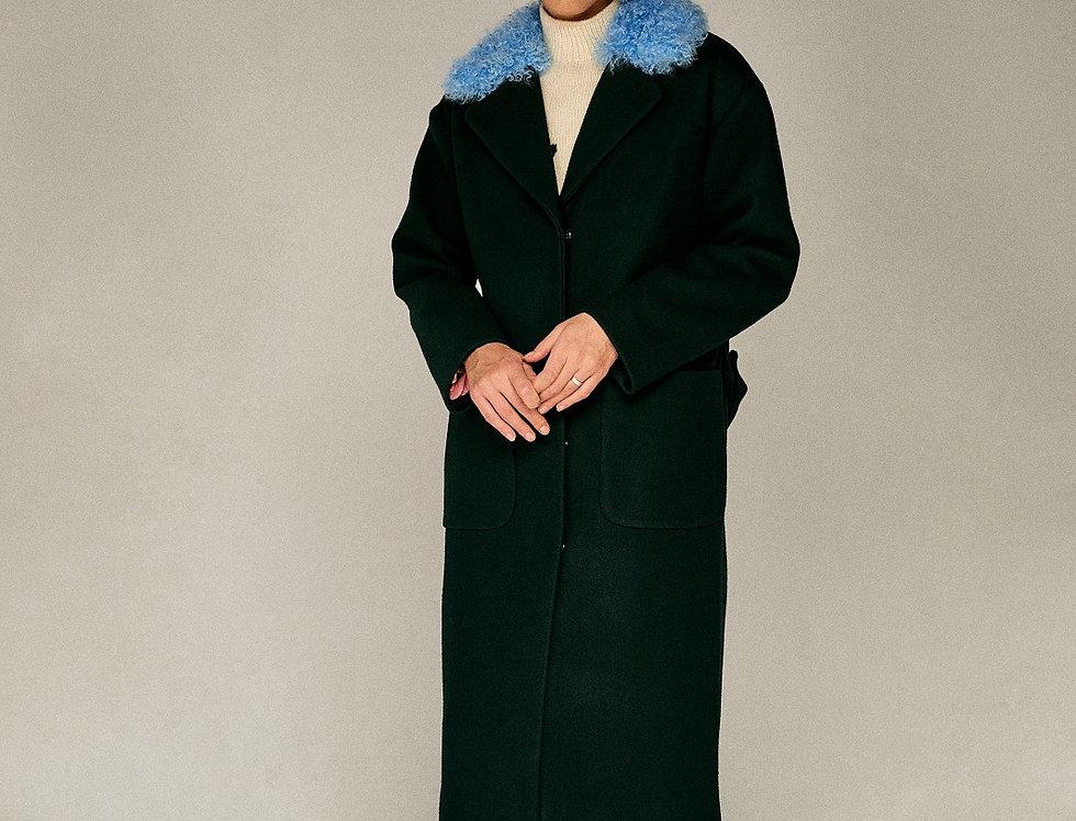 Темно-зеленое пальто с воротником из калгана