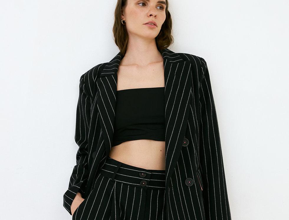 Чёрные шорты в полоску