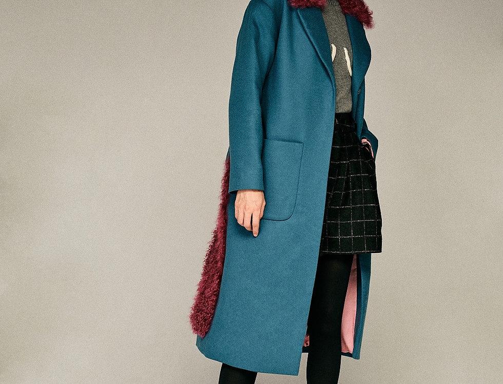 Бирюзовое пальто с малиновым калганом