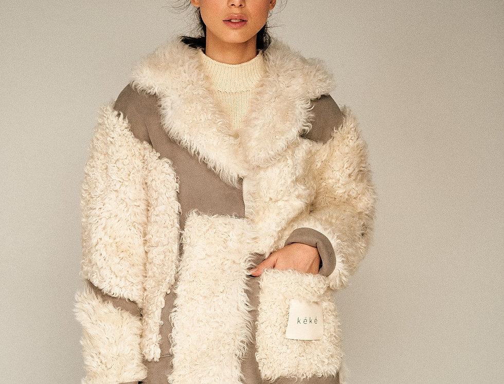 Двусторонняя шуба из длинношёрстной овчины с накладным карманом
