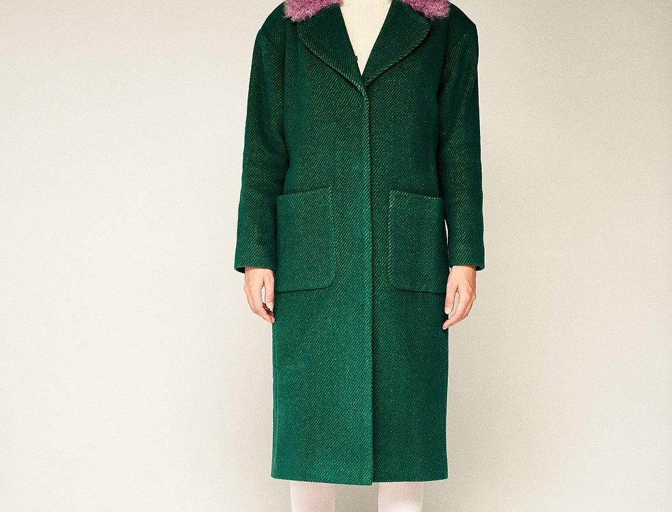 Зеленое пальто с сиреневым воротником из калгана