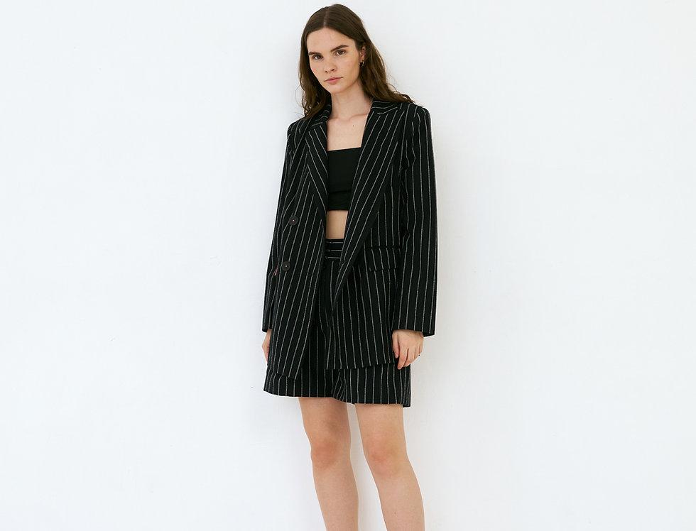 Чёрный пиджак в полоску