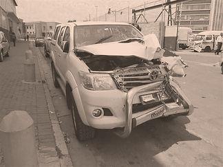 accident-damaged-hilux_edited.jpg