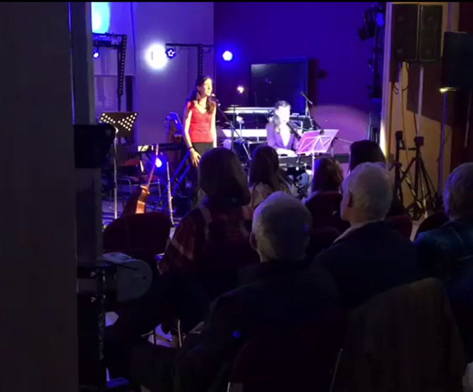 New video of the beautiful voices of Lesleigh and Megan in concert last Saturday night. Playing one