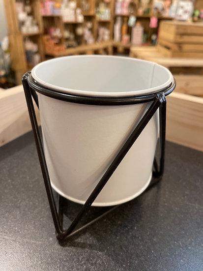 10cm small black tripod and pot