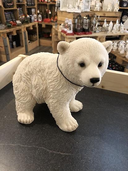 Vivid large polar bear