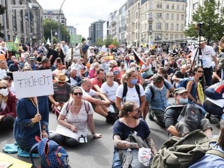 Umgang mit Kritik für die politische Auseinandersetzung: Lehren aus der Corona-Protestbewegung