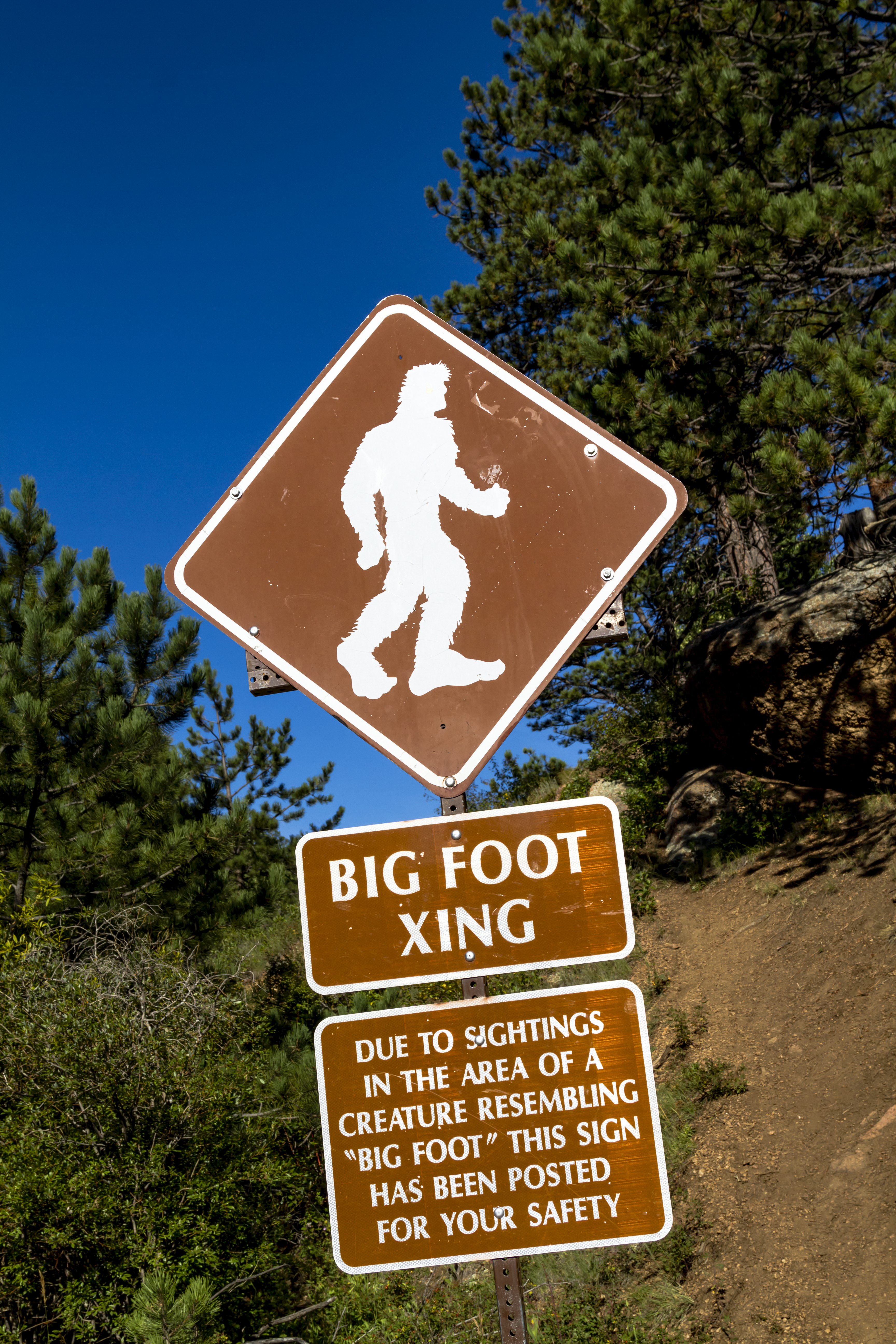 Big foot crossing sign with warning abou