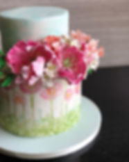 Sugar #flowers for a spring colors #cake