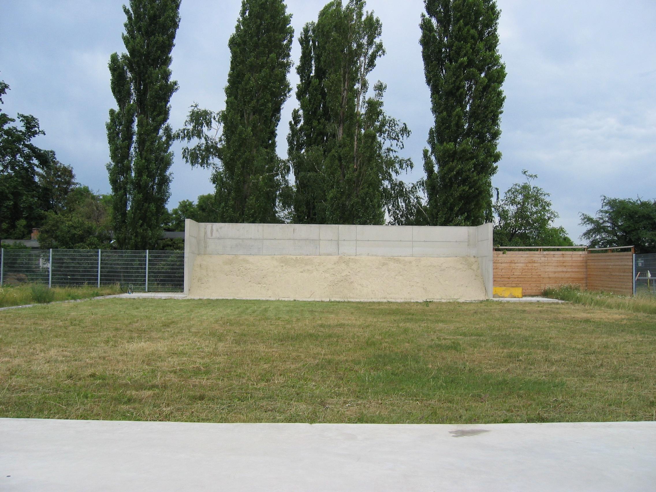 2003.07 Bau WienerBerg Kyudojo, 06.25 Azuchi in Beton