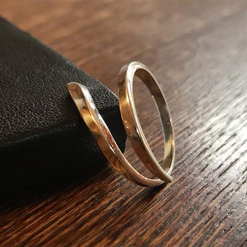 Skinny simple ring