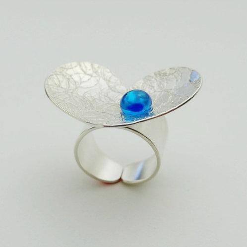 Anillo Corazón Cóncavo Perla de Vidrio Azul
