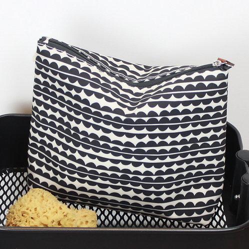 Wash bag scalloped design side view