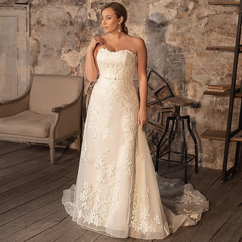 Strapless Semi-Sweetheart Floral Lace Plus Size Gown