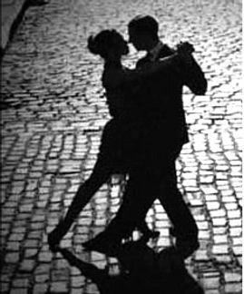 tango couple bl & white street scene.jpg