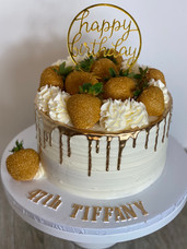 Buttercream drip cake with strabwerries