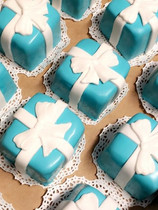 Tiffany and Co inspired mini cake boxes!