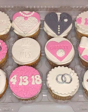 Recently Married cupcakes gift